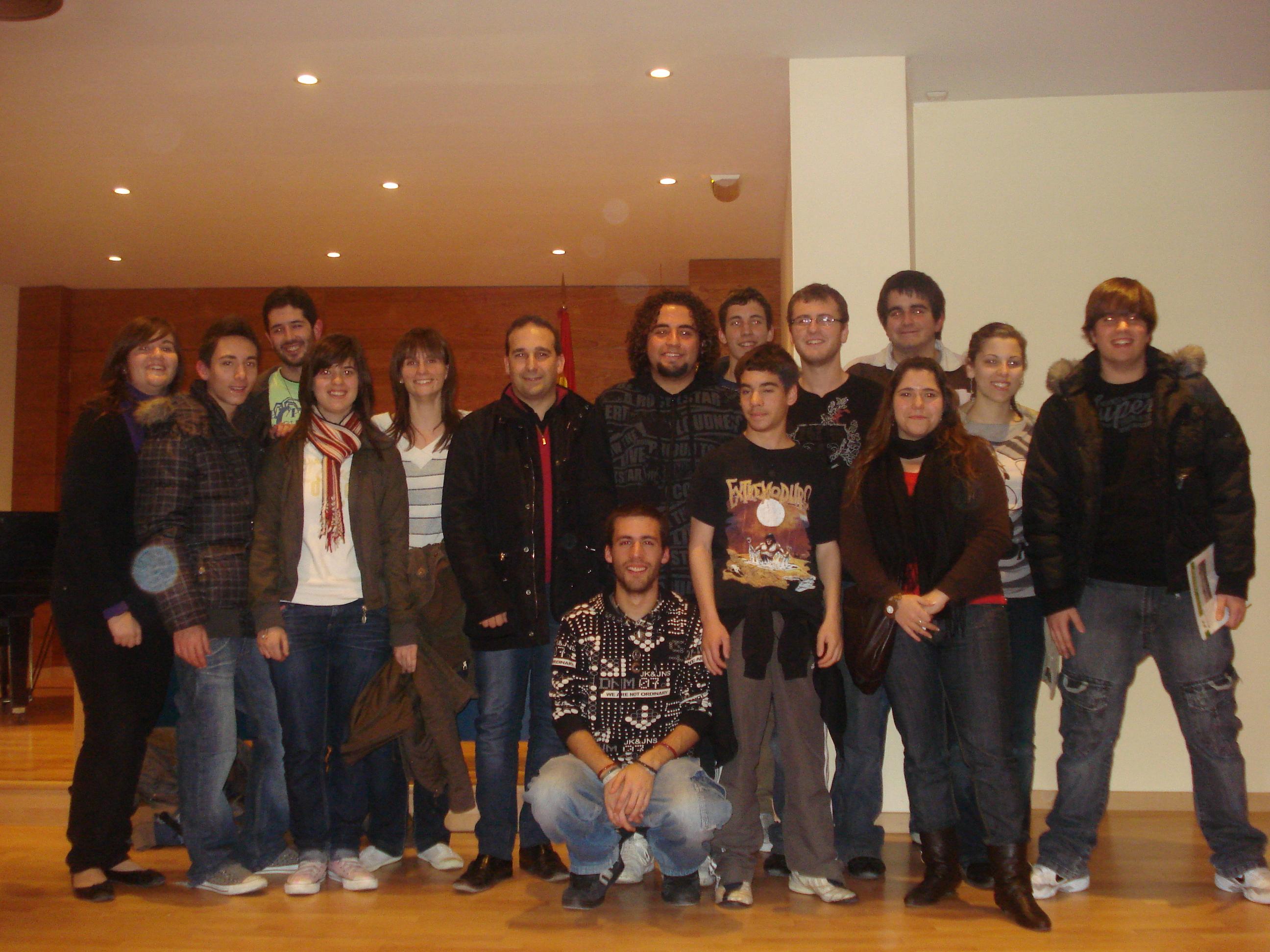 Foto con las y los jóvenes de Quart
