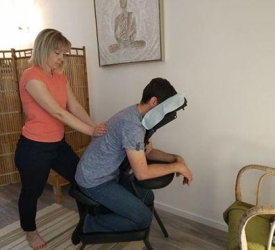Massage du dos assis, idéal pour vos salarié. Déplacements autour de Pierrelatte et Tricastin