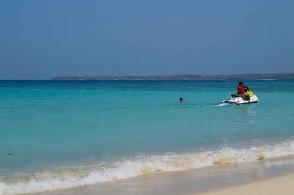 Travel Guide to Cartagena - Cartagena beaches Playa Blanca