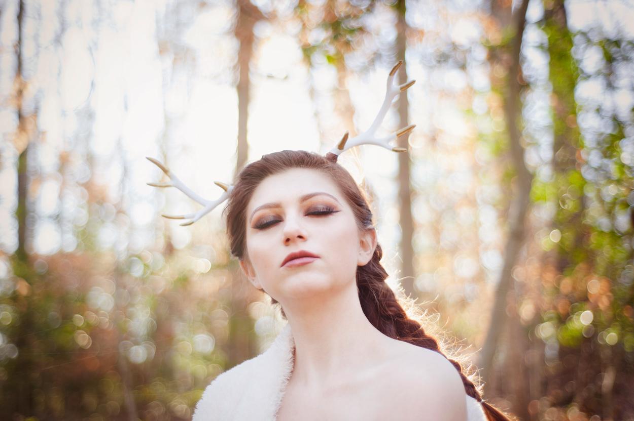 woods-deer-antlers-fashion