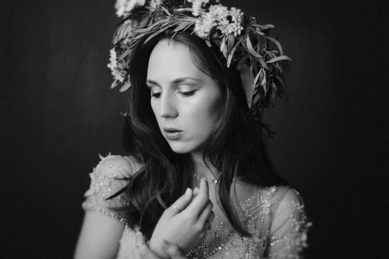 black-and-white-flower-crown