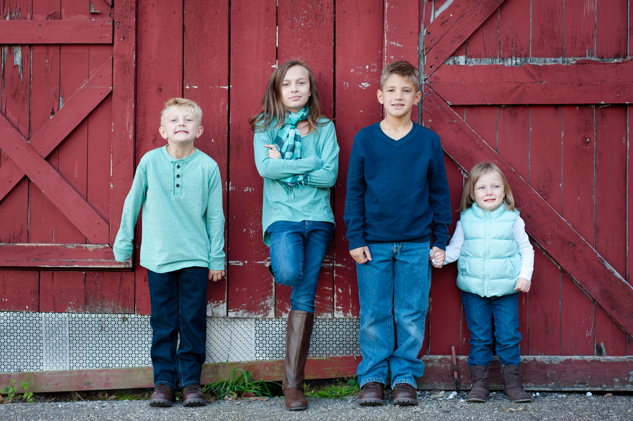 kids-portrait-barn