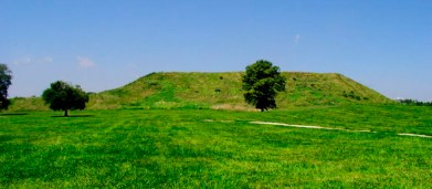 cahokia_monks_mound_hroe_2008