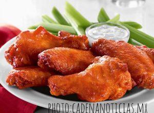 celery accompany chicken wings
