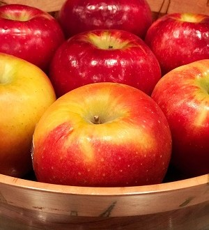 apples in a wooden bowl