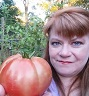 JoAnn holding a tomato