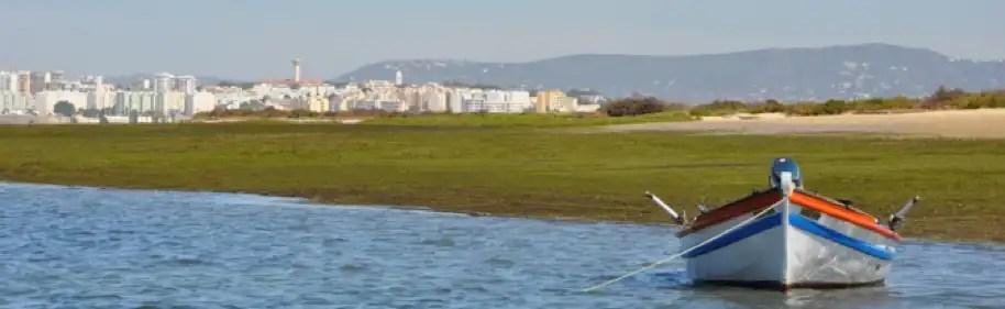Imagem de barco na ria de Faro