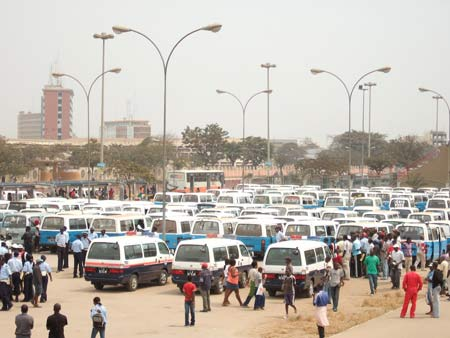 Candongueiros apreendidos em Luanda