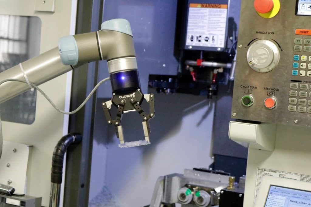 JOB4BOT - rent and automate without risks - Robotiq + Universal Robots