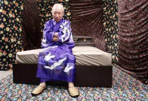 Pornographic movie actor Shigeo Tokuda poses during the shooting of his latest film in Ichikawa, east of Tokyo, April 13, 2009. Tokuda is Japan's oldest pornographic movie star and is shooting his latest film in which he portrays a master of sex. REUTERS/Kim Kyung-Hoon (JAPAN ENTERTAINMENT SOCIETY)