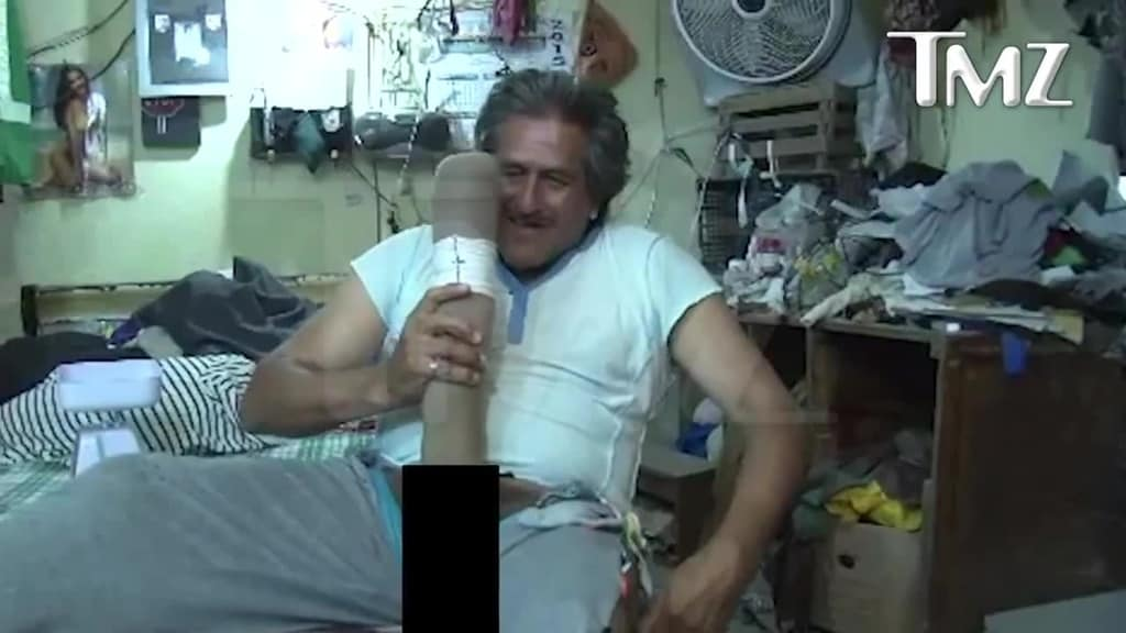 Mexican Man Says His 19-Inch Penis Is Too Large For Him To Work, Women Are Afraid Of -2412
