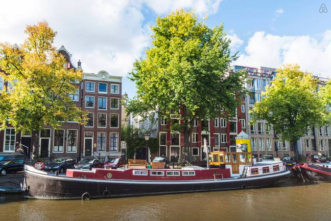Airbnb stay in louren 39 s beautiful houseboat on for Airbnb amsterdam houseboat