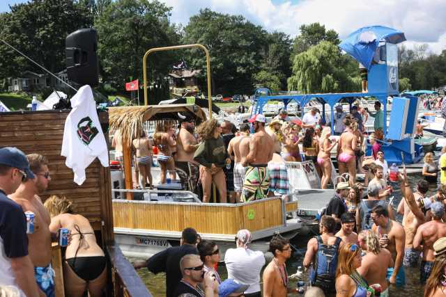 Tiki Boat