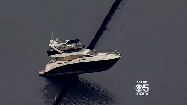 foot Sea Ray Sundancer Yacht crashes up on the Oakland outer harbor break water