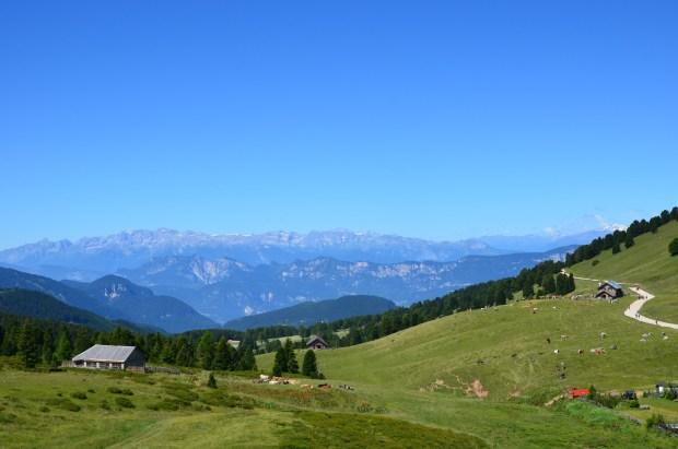 La vista verso a dolomiti di Brenta