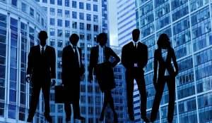 Investment Banking Analyst – Aufgaben, Gehalt, Arbeitszeit