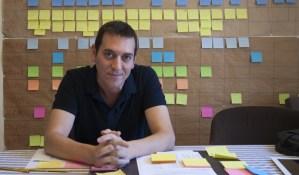 Héctor Lozano, el creador de la sèrie Merlí, que està treballant en la tercera temporada de la sèrie. Font: NacióDigital