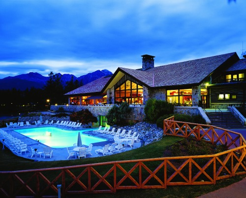 outdoor pool at lodge