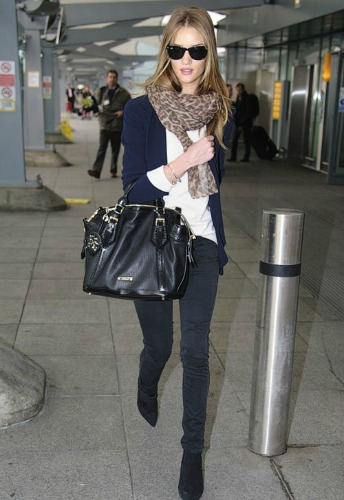 Rosie Huntington-Whiteley has all the right pieces at the airport.