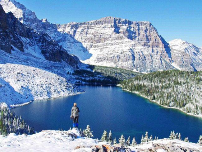 winter hiking mountains lake