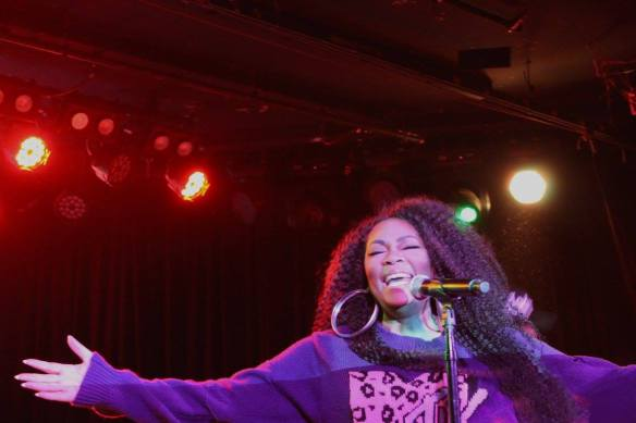 jody-watley-live-the-roxy-2017-marc-jacobs-sweater-mtv