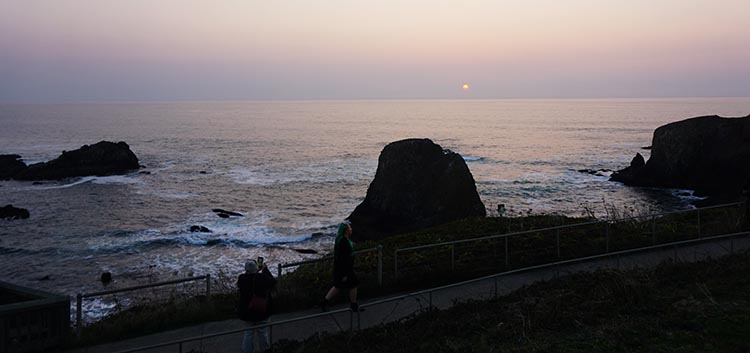 Review of Beverly Beach State Park, near Newport, Oregon. A beautiful sunset at Yaquina Head outstanding natural area