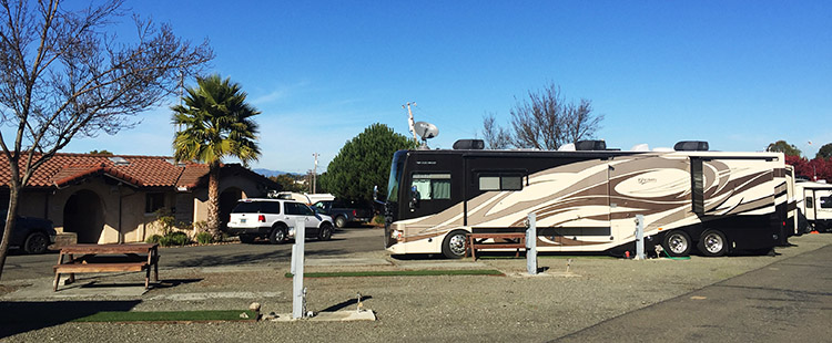 The office at Tradewinds RV Park, and one of the rigs