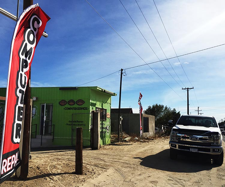 El Panal looks like it's nothing but a trailer on the side of Eucaliptos Avenue. But it's where the magic happens!