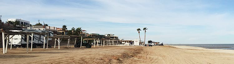 Here are more rigs parked right on the beach at Pete's Camp