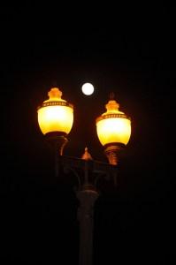 HB_Lamppost_Moon_1