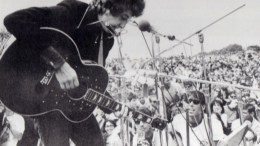 play acoustic guitar like bob dylan