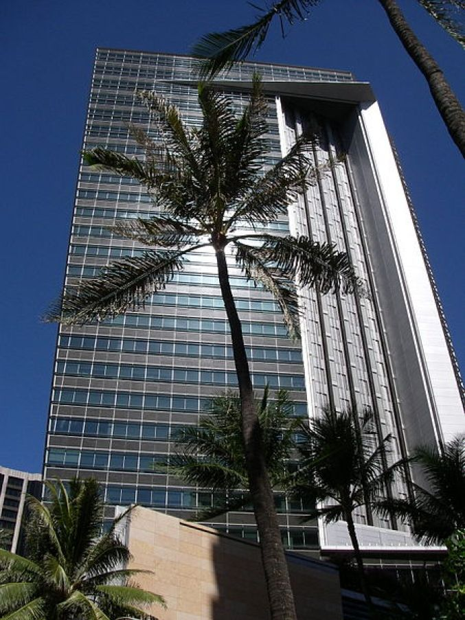 450px-First_Hawaiian_Center_Tower_in_Honolulu,_Hawaii_USA.jpg