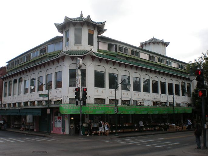 800px-Honolulu-Chinatown-WoFat-building.JPG