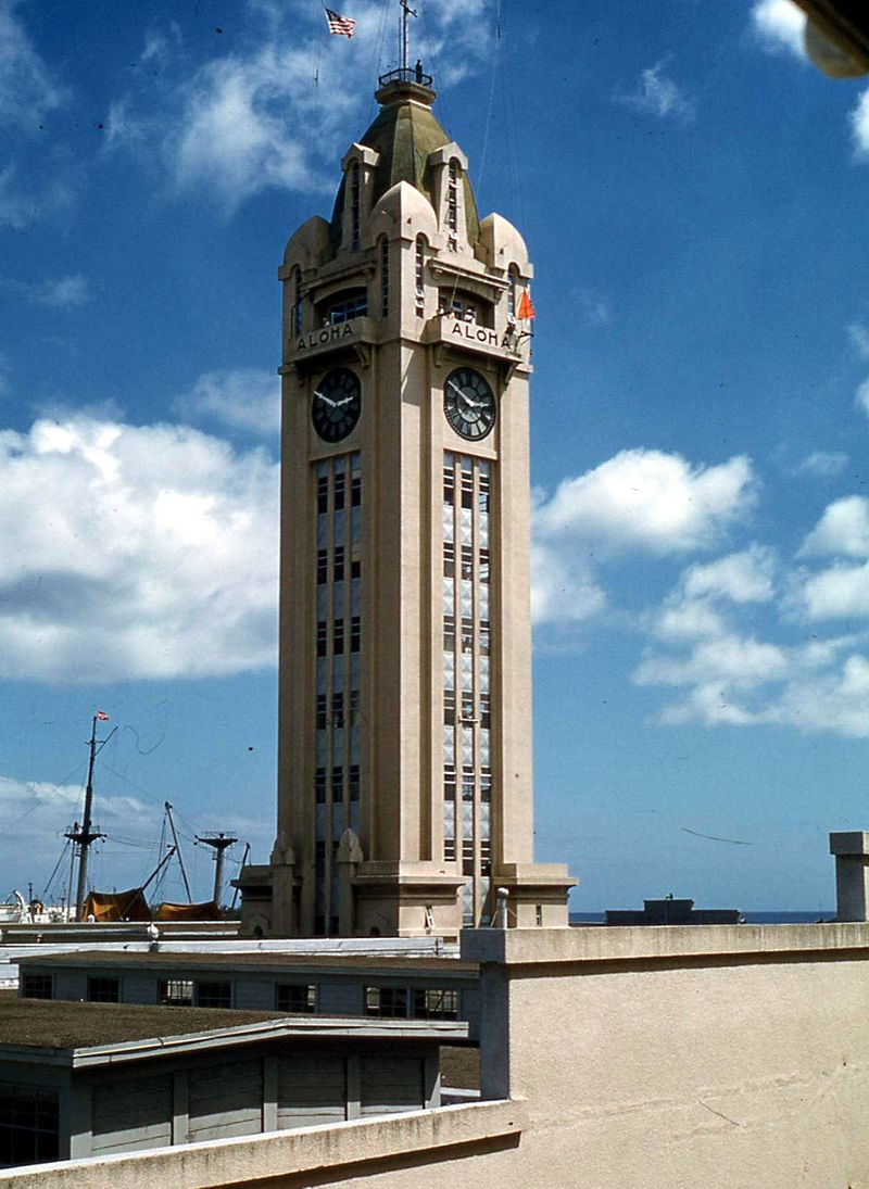 Aloha_Tower,_Honolulu,_1959.jpg