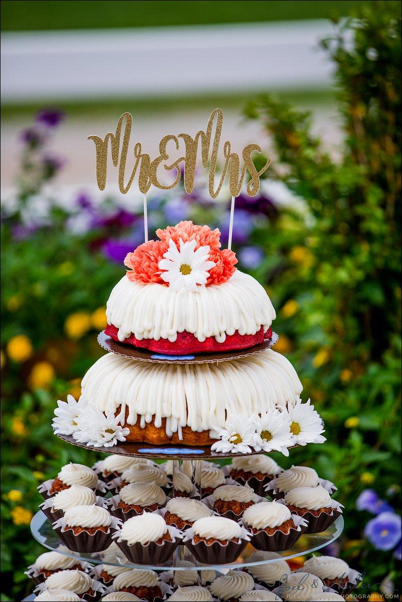 Little Wedding Bundt Cakes Joel And Amber Photography Blog