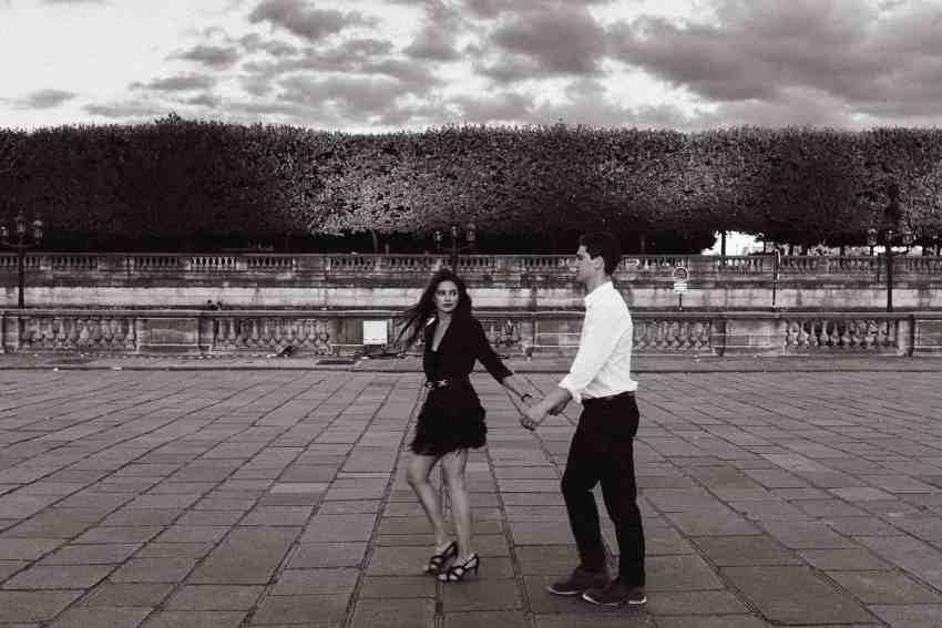 jardin tuileries engagement photos