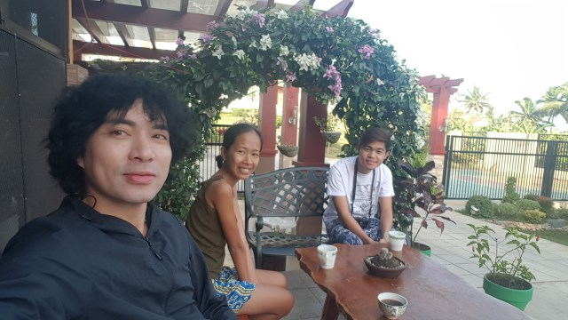 Me, Rona and Jerny enjoying our cups of freshly ground Olivia's Coffee at The Coffee Estate one fine morning
