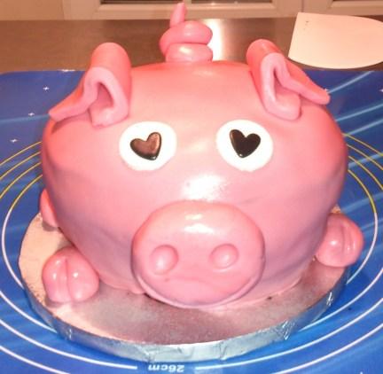 gâteau 3D cochon en pâte à sucre