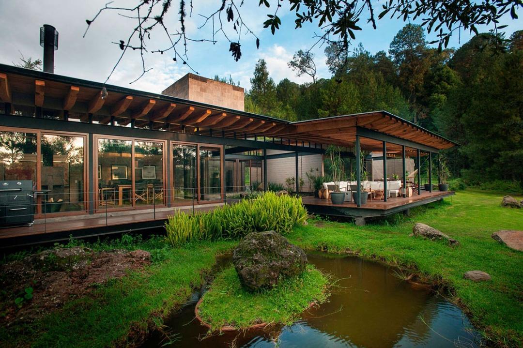 Home-Valle-de-Bravo-Mexico-Pond-Patio-Doors