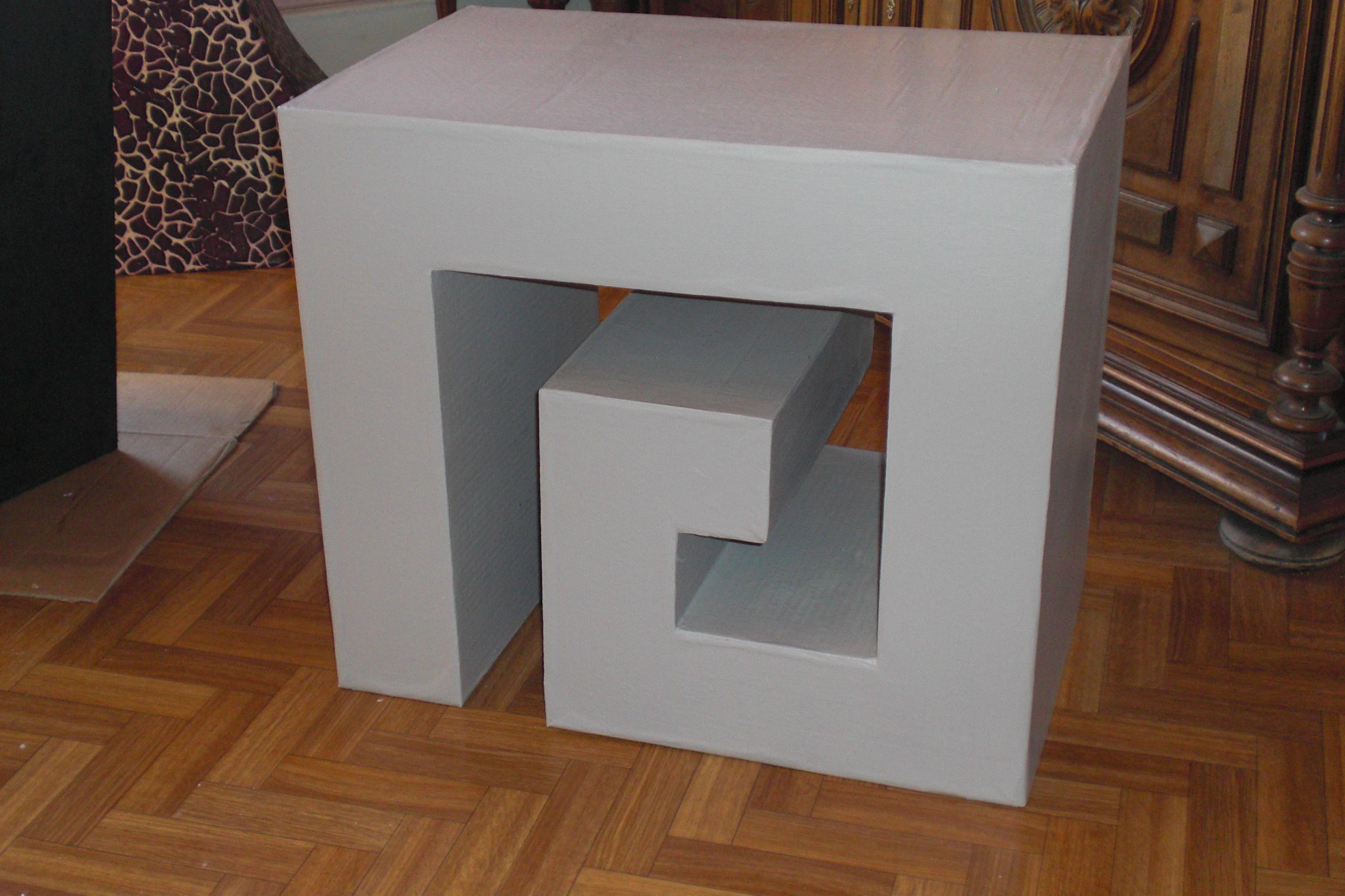 une table basse en carton joellecarton 39 s blog. Black Bedroom Furniture Sets. Home Design Ideas