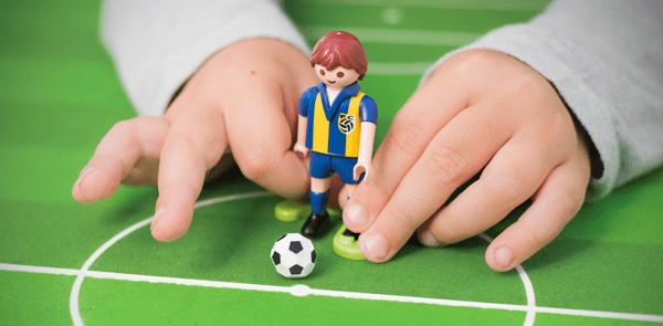 Social Media: ¿Es responsable el balón o el jugador que lo patea?