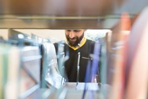 Deutsche Post DHL zum Weltfüchtlingstag Portraits während der Arbeit