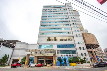 台中川賦商務旅館hotel (原新都大飯店),近豐原車站,一泊二食,免出飯店也能吃飽飽。