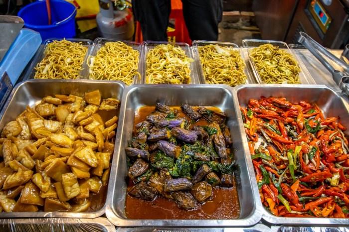 台中南屯,大隆路黃昏市場新進駐-大衛廚房,經典名菜/熟食,菜色變化多,還有多款鍋底,讓我們方便快速就上菜。