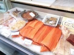 Die frische Fischvitrine