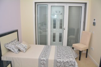 Single bedroom with 2 beds different view