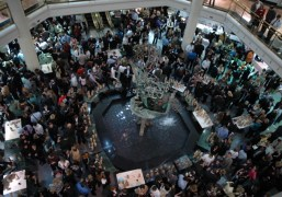 Big crowds, great wine at the Bacchanalian winter wine tasting at Tower Place Mall