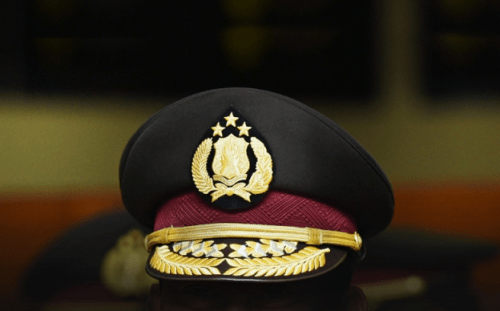 ilustrasi topi polisi