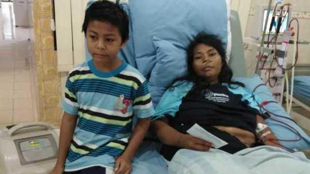 al rayyan dziki nugraha bersama ibunya yang terbaring sakit