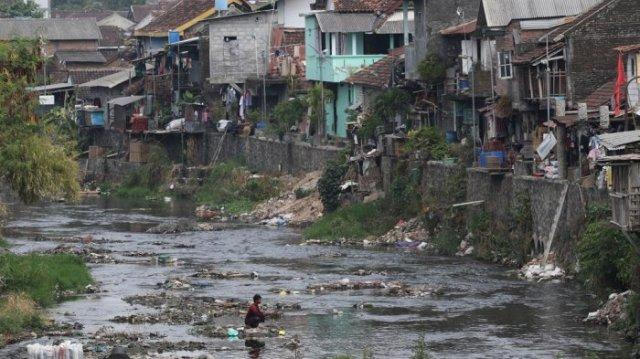 banyak masyarakat yogya masih buang sampah di sungai 20180730 215130